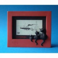 Photo frame of fun sculpture Threesome red by the french illustrator dubout