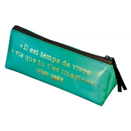 Trousse triangulaire verte avec une citation de Heny James