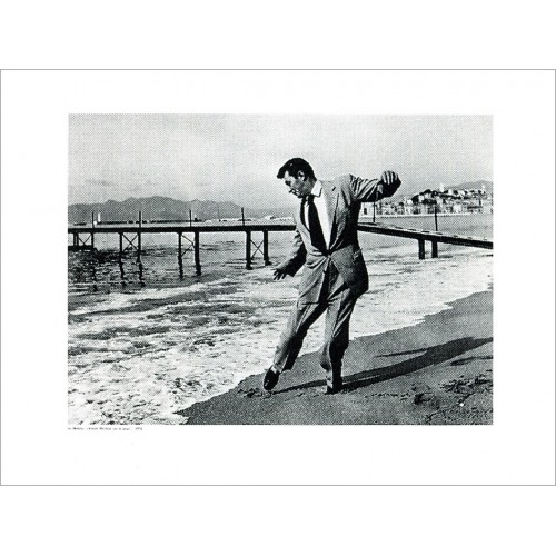 Photo poster of Mirkine Robert Mitchum on the beach in Cannes